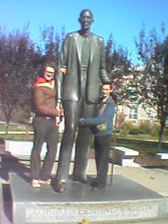 RØB with buddy Frank Newton in Alton, IL (that's a life-size statue of the world's tallest man, Robert Wadlow, who was from Alton)